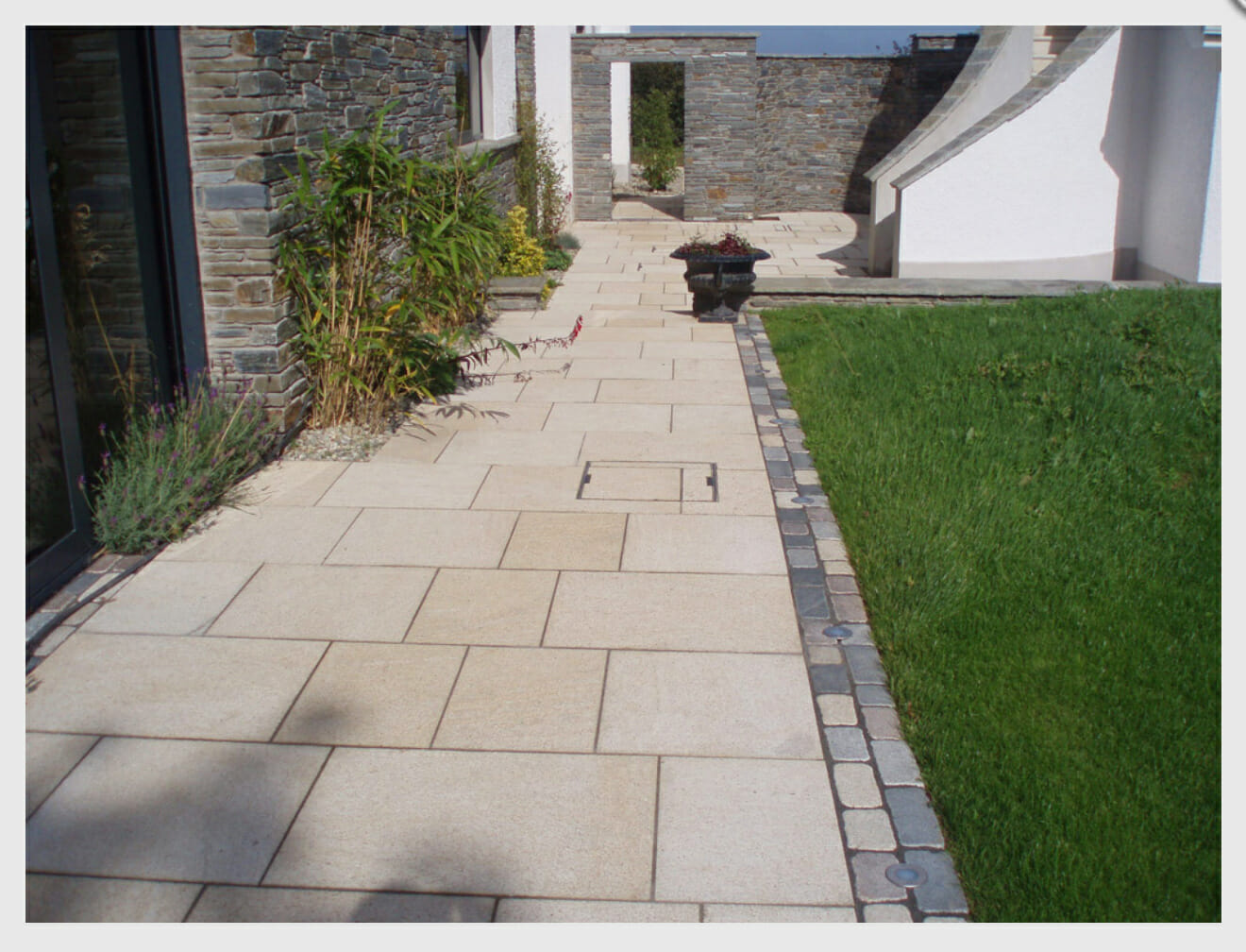 Outdoor-granite-pavers-non-slip